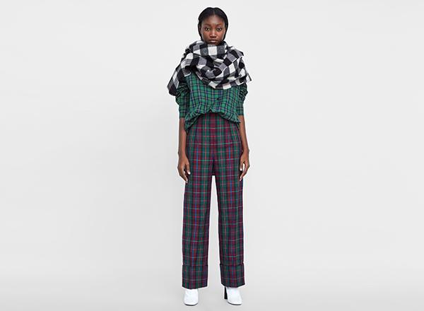 pantaloni largi in carouri Zara