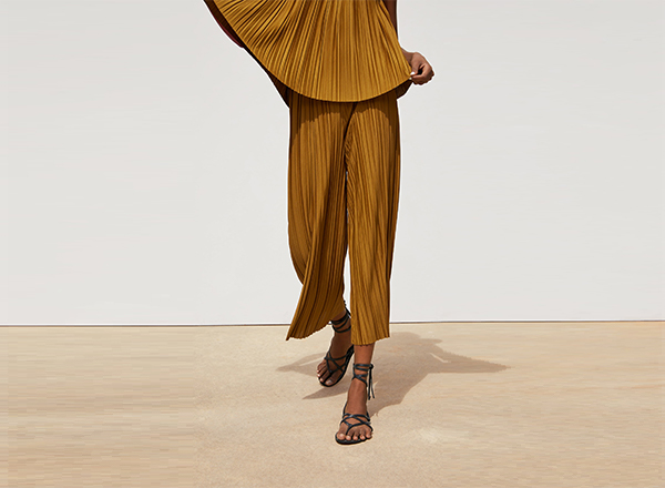 pantaloni plisati galben Zara