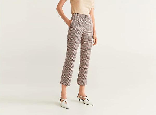 pantaloni bej in carouri Mango