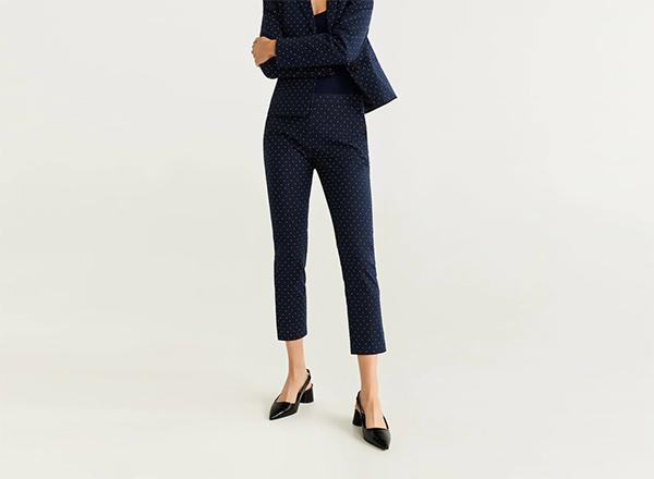 pantaloni bleumarin cu buline Mango