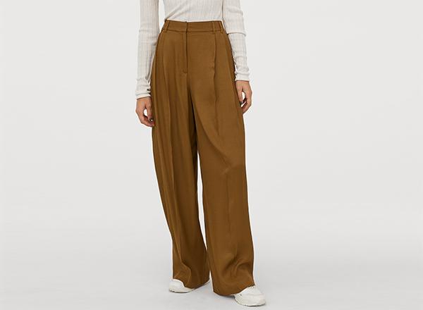 pantaloni kaki largi cu pense H&M