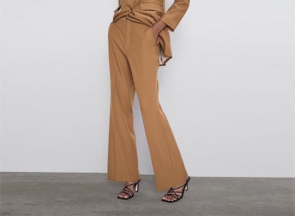 pantaloni ocru evazati Zara