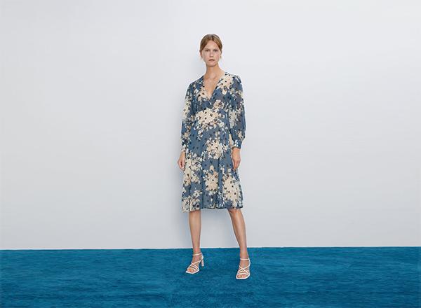 rochie bleu cu flori mari zara