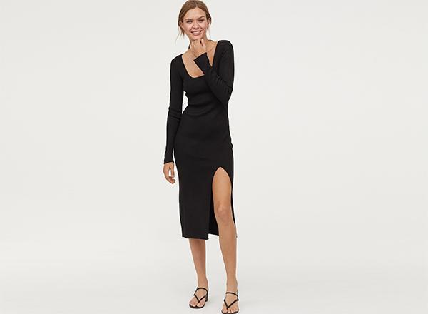 rochie neagra cu decolteu in U H&M