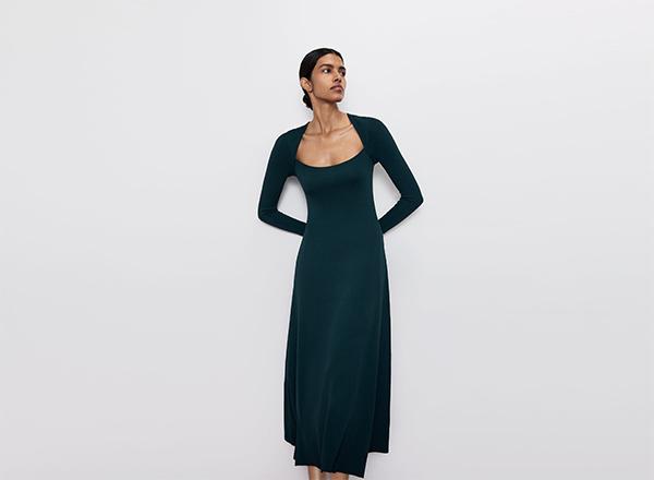 rochie verde inchis cu decolteu in U Zara