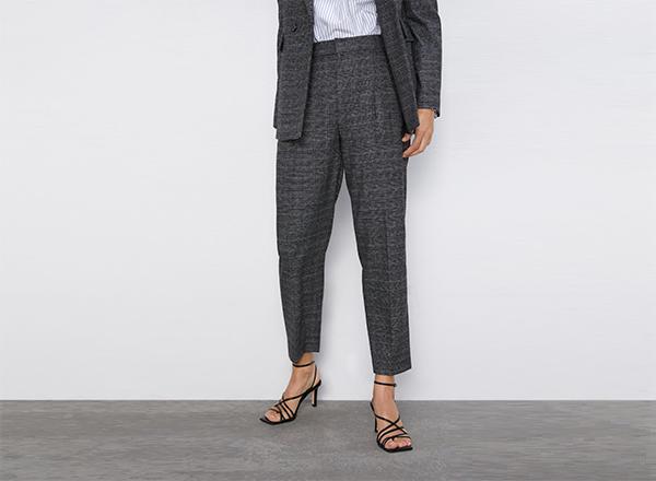 pantaloni cu pense cropped Zara