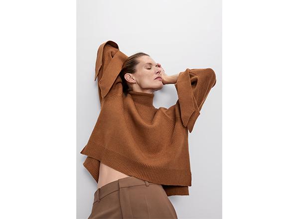 pulover cu funde la maneci Zara