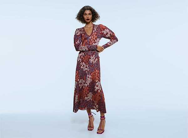 rochie cu imprimeu pe fond visiniu Zara