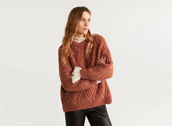 pulover caramiziu cu torsade Mango