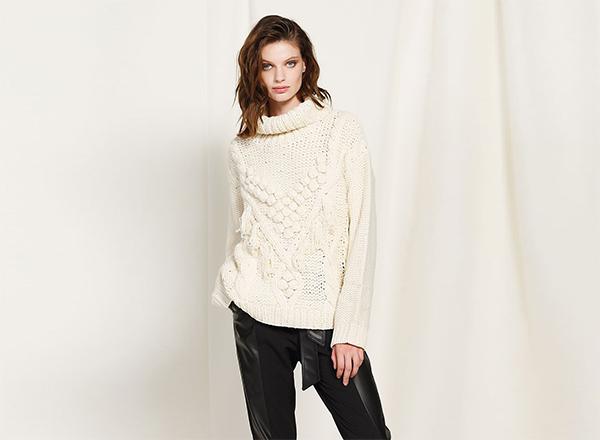 pulover alb cu modele in relief BSB