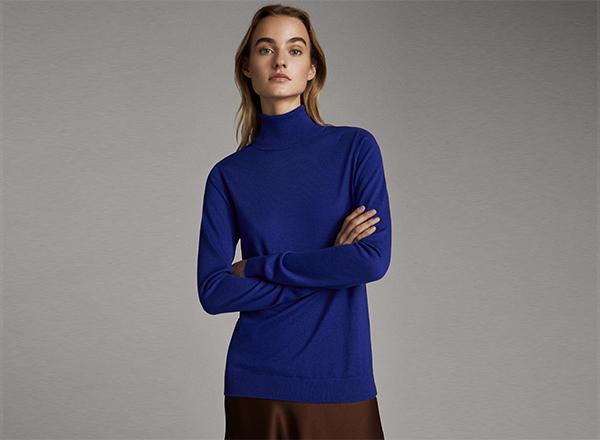 pulover albastru cu guler rulat Massimo Dutti