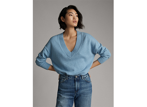 pulover bleu cu decotleu adanc V Massimo Dutti