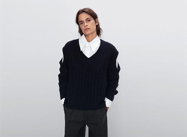 pulover bleumarin cu decupaje Zara
