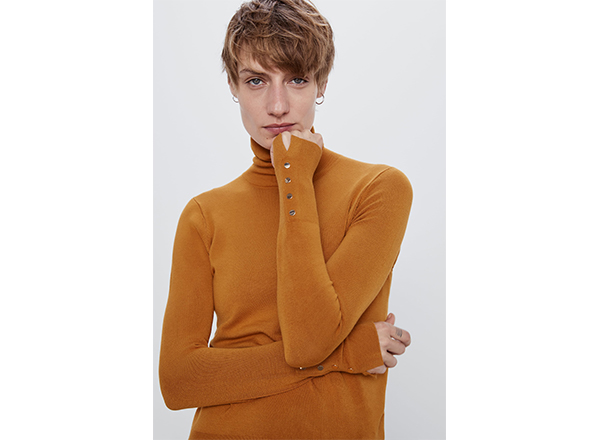 pulover fin galben si nasturi aurii Zara