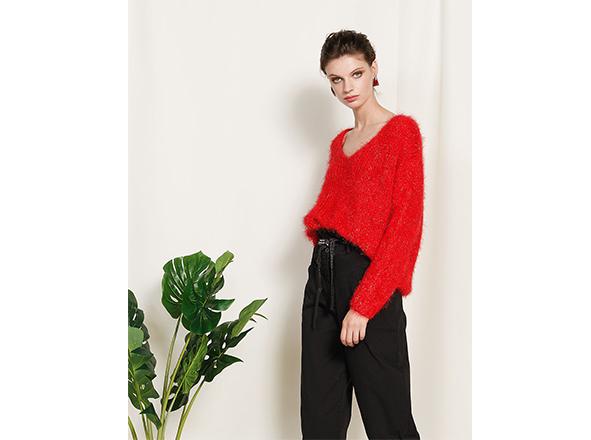 pulover pufos rosu BSB