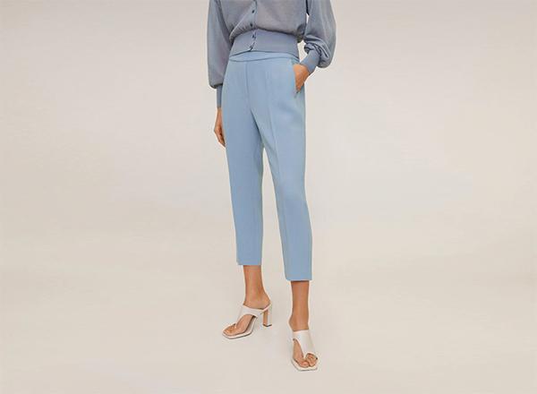 pantaloni cropped bleu Mango