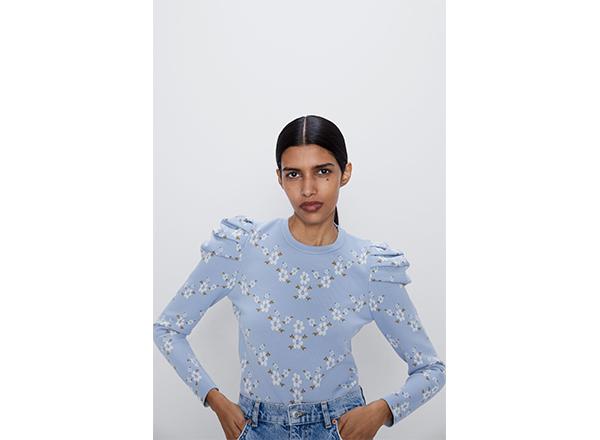 pulover bleu cu flori Zara