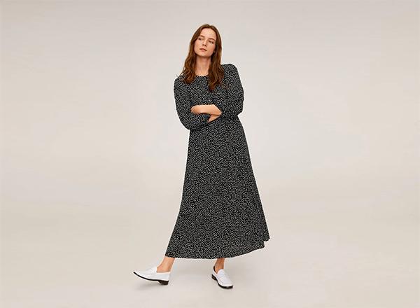 rochie midi larga neagra cu buline mici Mango